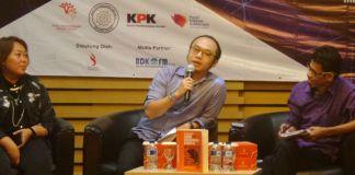 Pengamat politik Yunarto Wijaya dalam diskusi dan bedah buku di Gedung KPK Jakarta, Sabtu (4/11/2017).(KOMPAS.com/ABBA GABRILLIN)