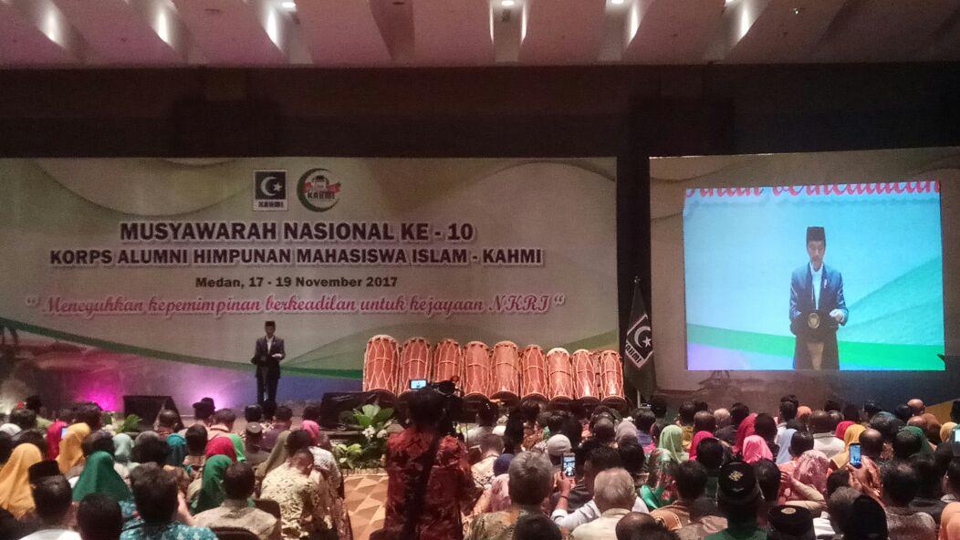 Presiden Jokowi saat membuka acara Munas KAHMI yang Ke-10 di Hotel Santika, Jumat (17/11/2017)