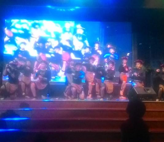 Pertunjukan tari daerah, oleh siswa SMP St.Yoseph dalam acara Pentas Seni, di Gedung Selecta Medan