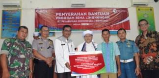 Penyerahan Bantuan Program Bina Lingkungan Pelindo 1 diserahkan oleh Saiful Anwar kepada Camat Belawan yang disaksikan oleh Kapolsekta Belawan, Perwakilan Lantamal Belawan, serta tokoh masyarakat
