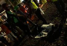 Warga tertabrak kereta di pelintasan Volvo, Pasar Minggu, Jakarta Selatan, Senin (18/12/2017).KOMPAS.com/NIBRAS NADA NAILUFAR Warga tertabrak kereta di pelintasan Volvo, Pasar Minggu, Jakarta Selatan, Senin (18/12/2017).