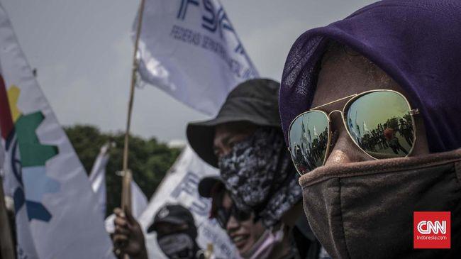 Nyaris 10 Ribu Pekerja Kena PHK di Sepanjang Tahun Ini Kementerian Ketenagakerjaan menyebut 9.822 pekerja terkena PHK sepanjang Januari-November 2017. Jumlah itu mewakili 2.345 kasus yang dilaporkan. (Ilustrasi/CNN Indonesia/Adhi Wicaksono).