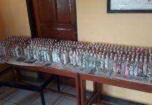 Barang bukti minuman keras jenis vodka berjumlah 797 yang diamankan usai bongkar muat di pesawat cargo Hercules milik TNI AU(Humas Polda Papua)
