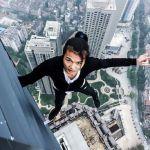 Wu Yongning (26) dikenal dengan aksi-aksi menantang mautnya.(AsiaWire/Mirror)