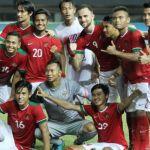 Para pemain timnas Indonesia merayakan kemenangan atas Guyana pada pertandingan persahabatan di Stadion Patriot Candrabhaga, Sabtu (25/11/2017).(BolaSport.com/Feri Setiawan)