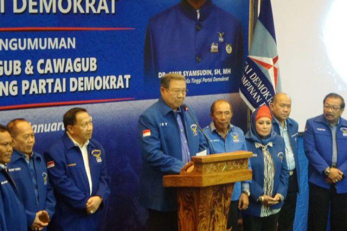 Ketua Umum Partai Demokrat Susilo Bambang Yudhoyono (SBY) bersama pimpinan partai saat mengumumkan 17 pasangan cagub dan cawagub Pilkada Serentak 2018 di Wisma Proklamasi, Jakarta Pusat, Minggu (7/1/2018).(KOMPAS.com/Nabilla Tashandra)