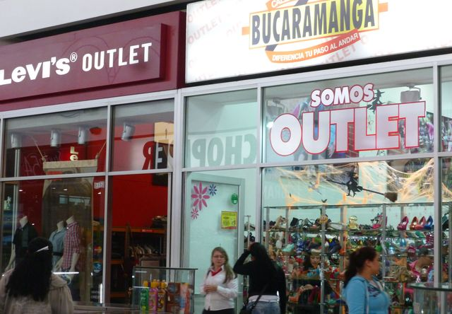 You can find good deals at the Mayorca Outlet.