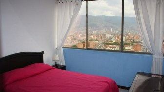 Rooms for Rent in 16th-Floor Laureles Apartment