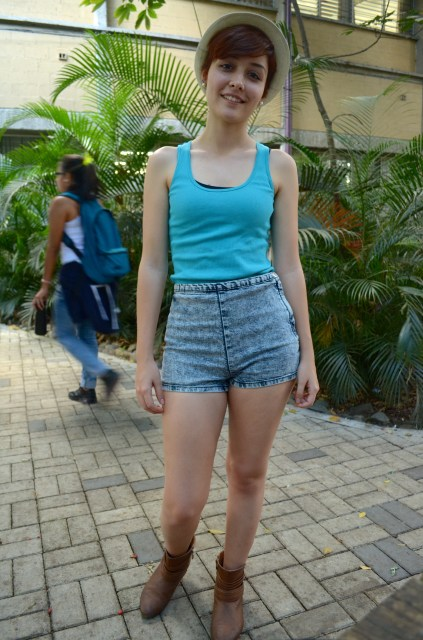 High-waisted shorts, a blue tank top, boots and matching accessories.