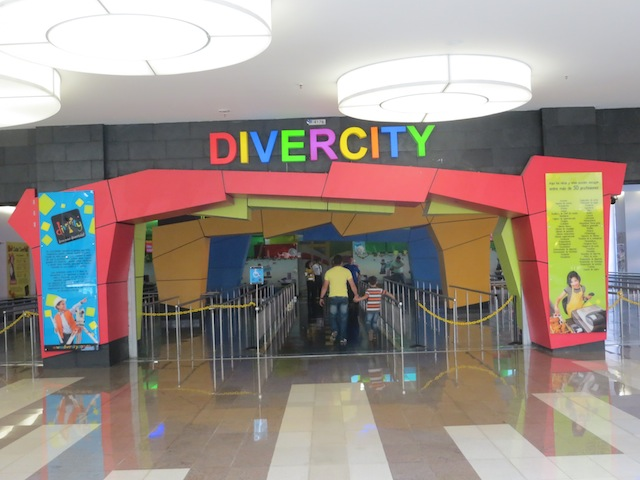 Entrance to Divercity in Santafé
