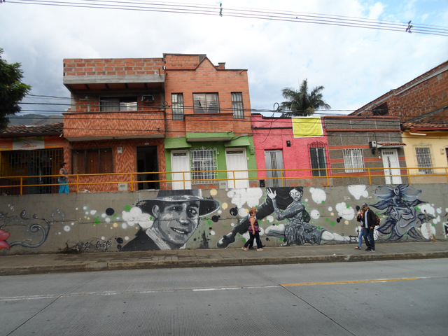 Another Gardel portrait out in the Manrique neighborhood.