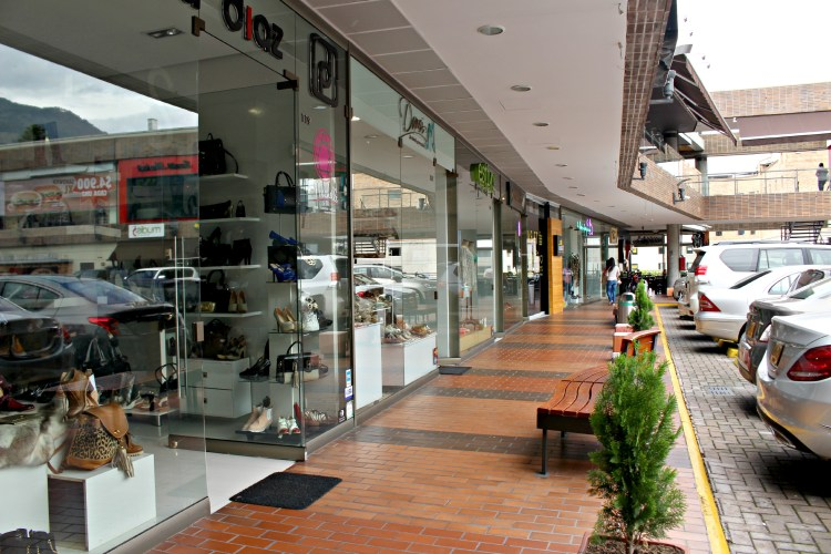 Boutique shops on Level 1 of Mall Zona Dos
