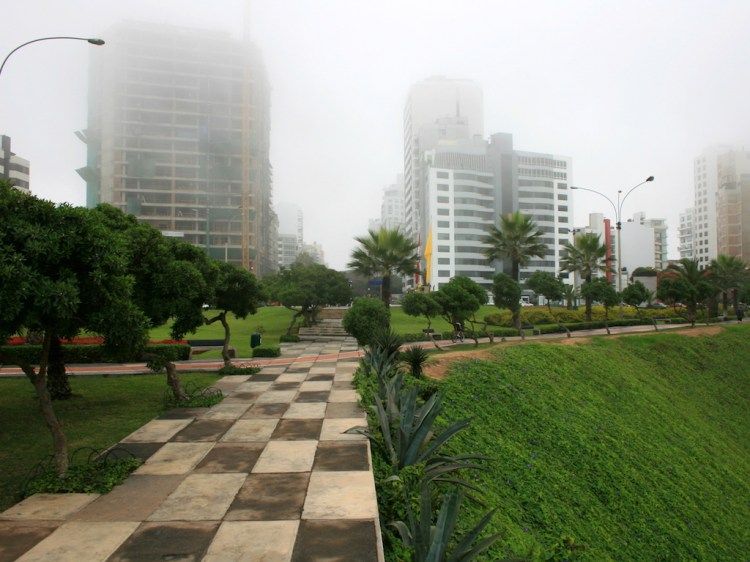 Typical fog in Lima during six-month winter, photo by Indisdepe