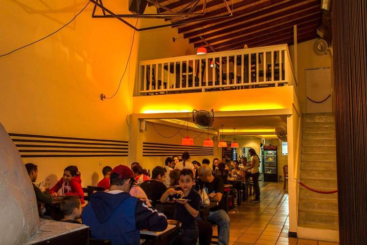 Inside Pizza en Leña, location of our March Meetup, photo courtesy of Pizza en Leña