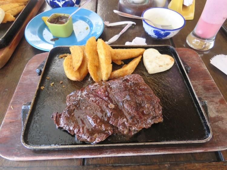 Angus entrañitas steak with fries