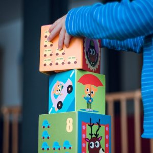 child stacking cubes