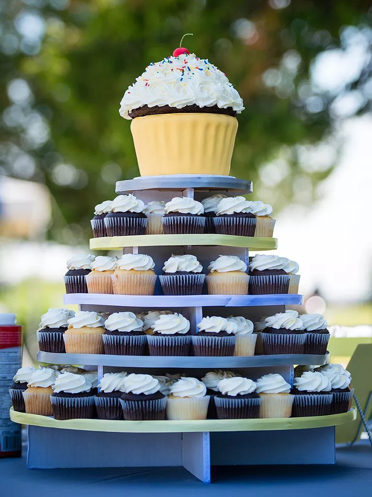 16 Wedding Cake Ideas With Cupcakes Wedding cake ideas with cupcakes