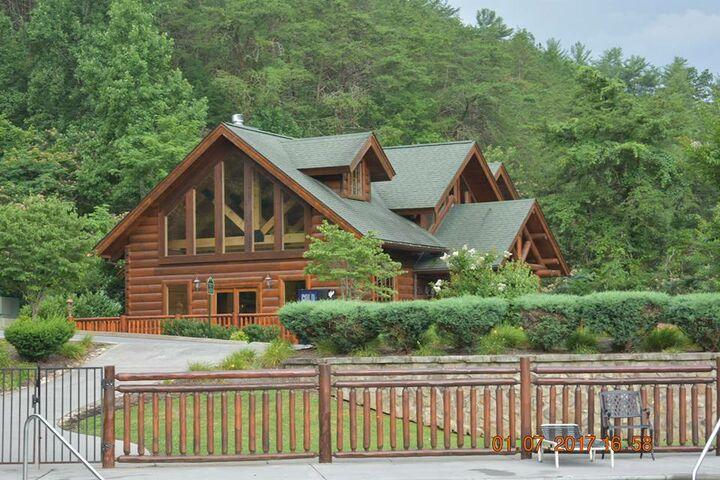 Smoky Mountain Lodge Weddings Sevierville TN