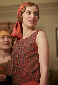 Downton Abbey Fashion: Flapper Edith in S4 E1