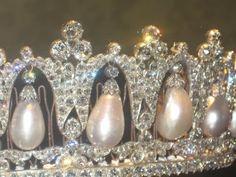 close up of Pearl Poiré tiara