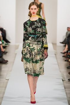 Knee length printed skirt and collarless jacket Waist emphasised by coloured belt Oscar de la Renta