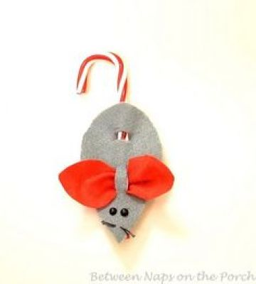 This little Christmas mouse looks so cute topping presents or hanging from your tree. (via Between Naps on the Porch)