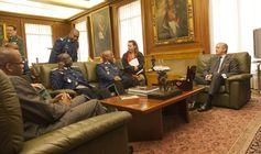 El Director General de la Guardia Civil recibe a una Comisión de la Gendarmería Nacional de Senegal