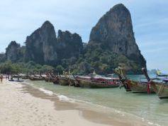 https://picsandtrips.wordpress.com/2014/02/10/premiere-escale-krabi-et-la-baie-dandaman/  Krabi, Railay et autres îles paradisiaques #Thailande