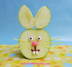 Easter Bunny Apple Fruit Snack...so easy to make & a huge hit with the kids! #Easter snack. Adorable! Use cheese instead of marshmallow teeth