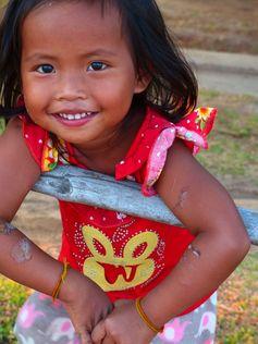 """Don Det - 4000 Islands - Laos Tubing, """"Happy meals"""", Kayak et autres aventures https://picsandtrips.wordpress.com/2014/04/10/reconciliee-avec-le-kayak/"""