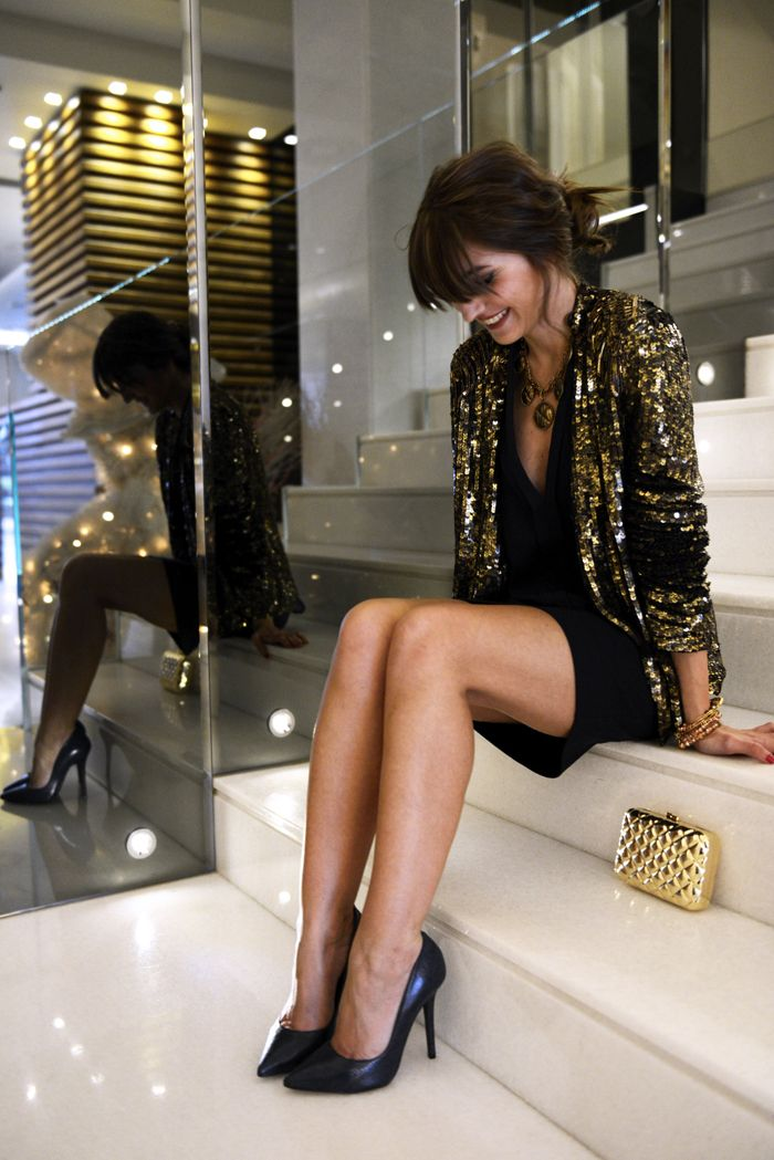 Fall / winter - dressy look - party look - gold & black sequin blazer + black mini skirt + black v neck top + black stilettos