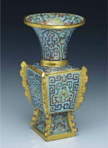 A smallcloisonnéenamel archaistic faceted vase,fanggu, Qianlong period (1736-1795)