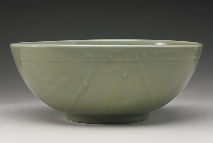 A large 'Longquan' celadon bowl, Late Yuan-Early Ming Dynasty