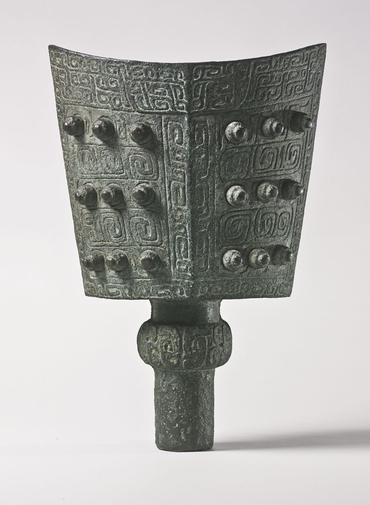 A rare and large ritual bronze bell (nao), Late Shang / Early Western Zhou Dynasty, Southern Region, 11th - 10th century bc