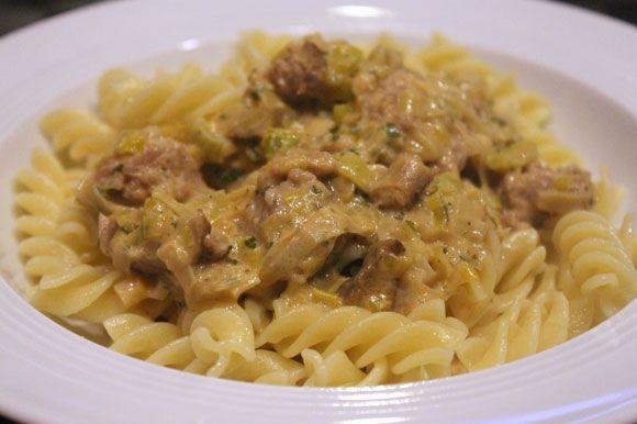 Pasta mit Lauch, Steinpilzen und Bratwurst