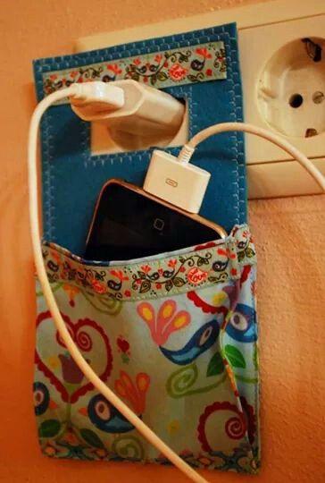 Porta celular mientras se recarga
