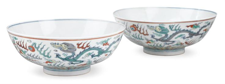 Pair of Chinese wucai porcelain bowls, Chenghua mark, 18th century