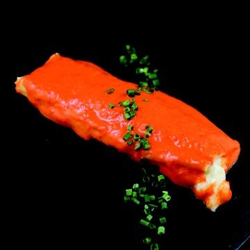 Canelón de pimiento de piquillo relleno de mousse de bacalao. César Anca Gastro-Bar