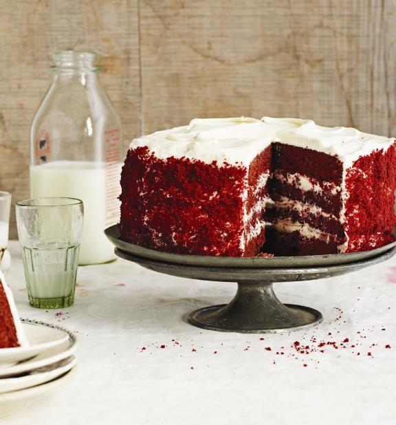 Tort din reteta familiei (catifea rosie) ca idee pentru a-ti personaliza tortul de nunta