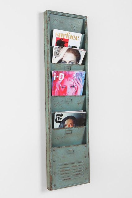 Neat idea for storing current art issues in the studio.