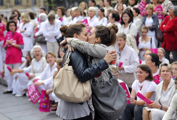 The real french #kiss: tra contestazioni e baci, la #Francia verso l'approvazione della legge sul matrimonio #gay