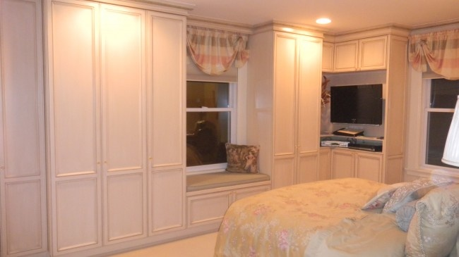 cabinets around window with bench window seat pinterest on kitchen cabinets around window id=88099