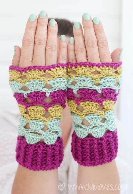 Shell Stitch Wrist Warmers: fp handcozies12