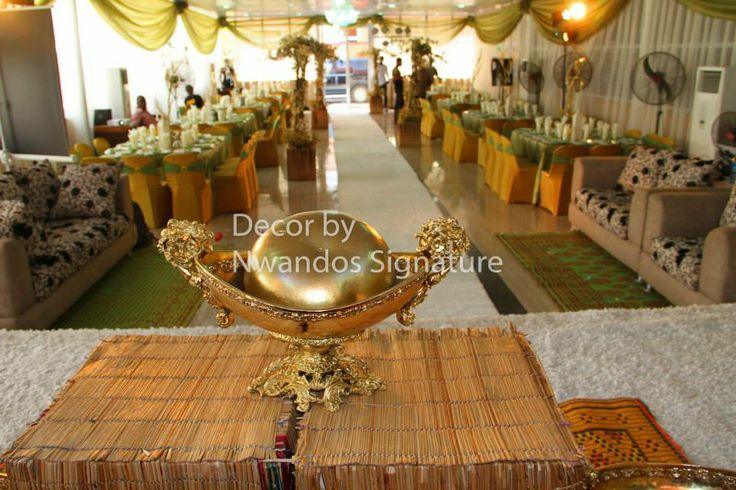 Royal centre piece.....couple stage....see it here.!!!