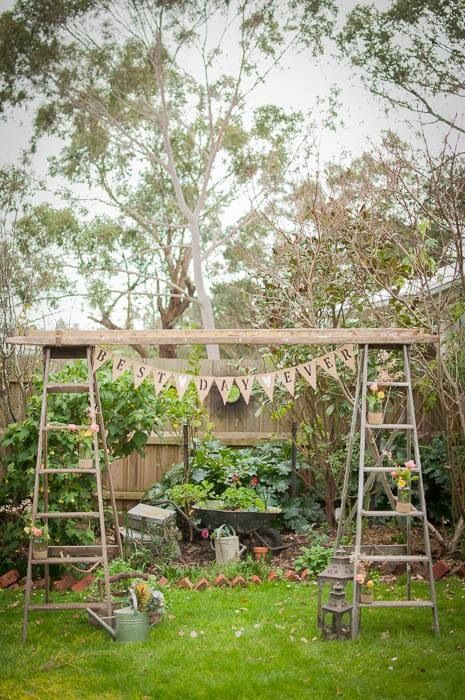 Decoración con escalera de madera DIY 1