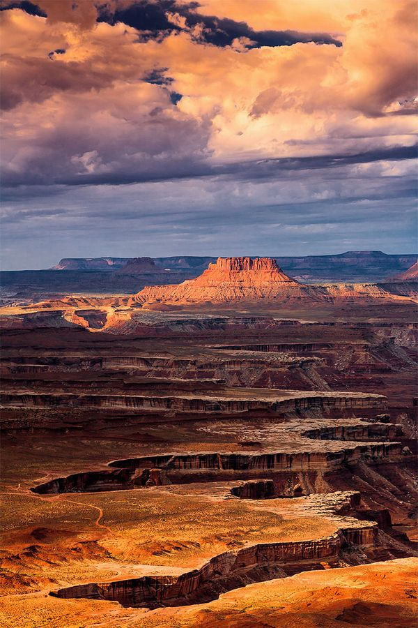 This dramatic picture was takean from Green River overlook, at Canyonlands National Park, Moab, Utah.
