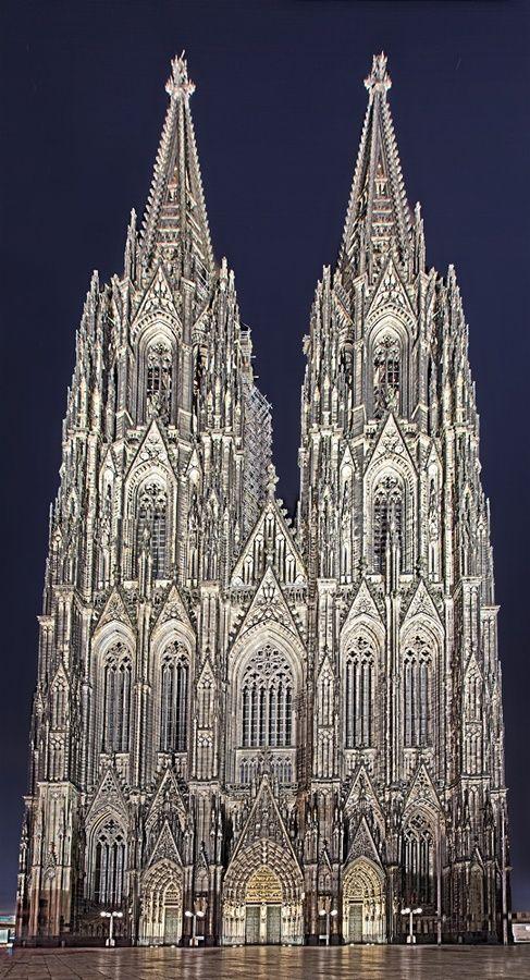 Chiesa cattolica romana a Colonia, Germania