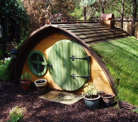 OMG!!! YES!!!! Forget tree houses and mini kitchens, I'm building the kids a hobbit hole!!!!