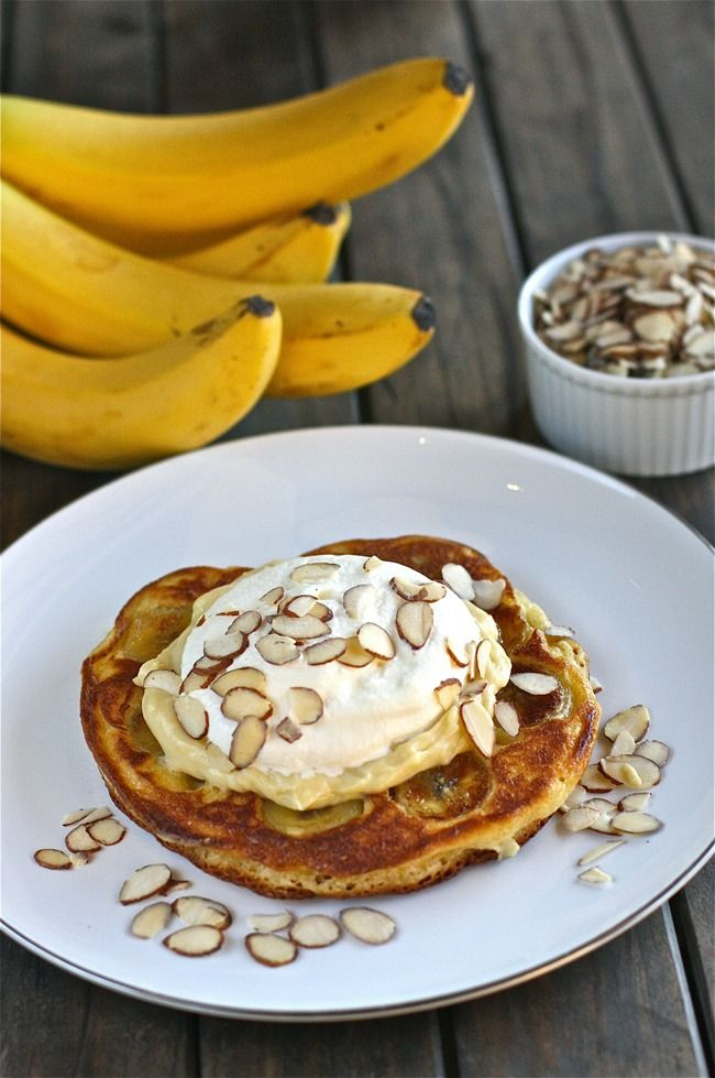 Banana Cream Pie Pancakes | The Hopeless Housewife