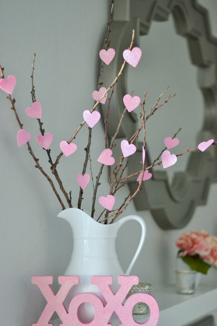 Tutorial for DIY Heart Tree. Plus other ideas for cute, cheap DIY Valentine's Decorations.